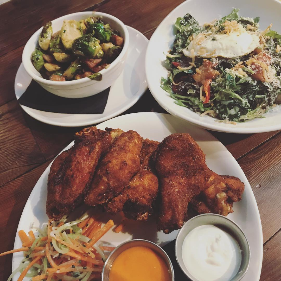 Whole30 is @thehappygnomemn they have really great dry rub wings! The drinks we had will follow and they were decidedly not whole30! #stephaniesdish #weeklydish #chickenwings