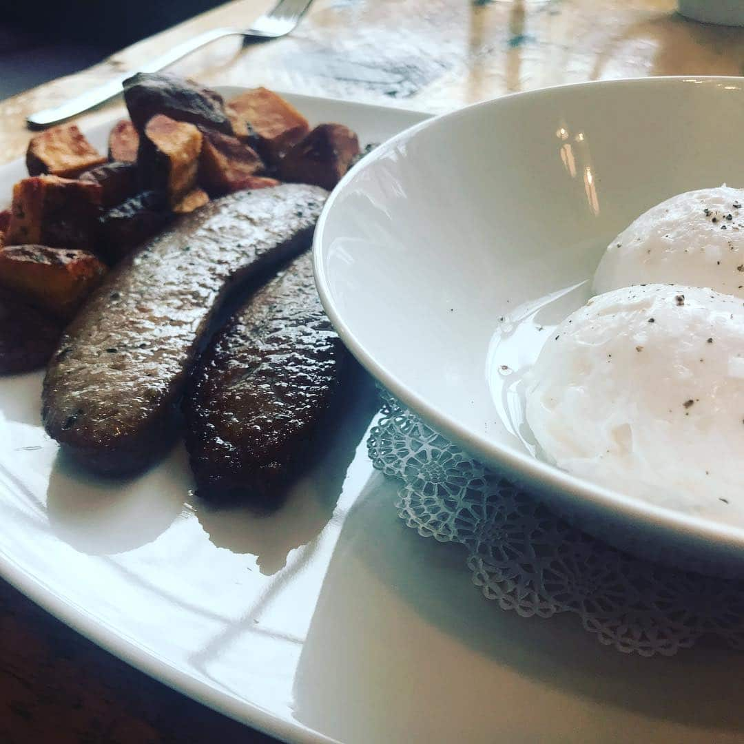 Breakfast looking very anatomically correct. #poachedeggs #kenwoodrestaurant #weeklydish #stephaniesdish #breakfast #eggs